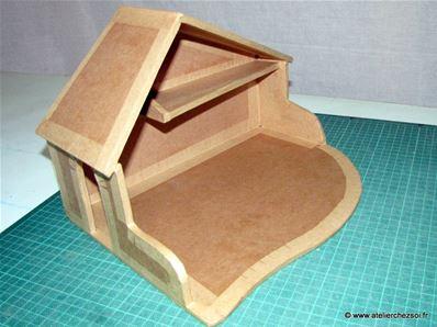 fabrique une cr che de no l en carton fiche cr ative diy. Black Bedroom Furniture Sets. Home Design Ideas
