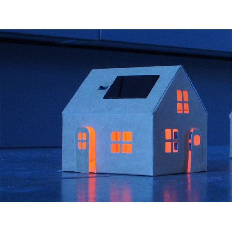 Maison a decorer trendy veilleuse solaire maison blanche for Maison a decorer