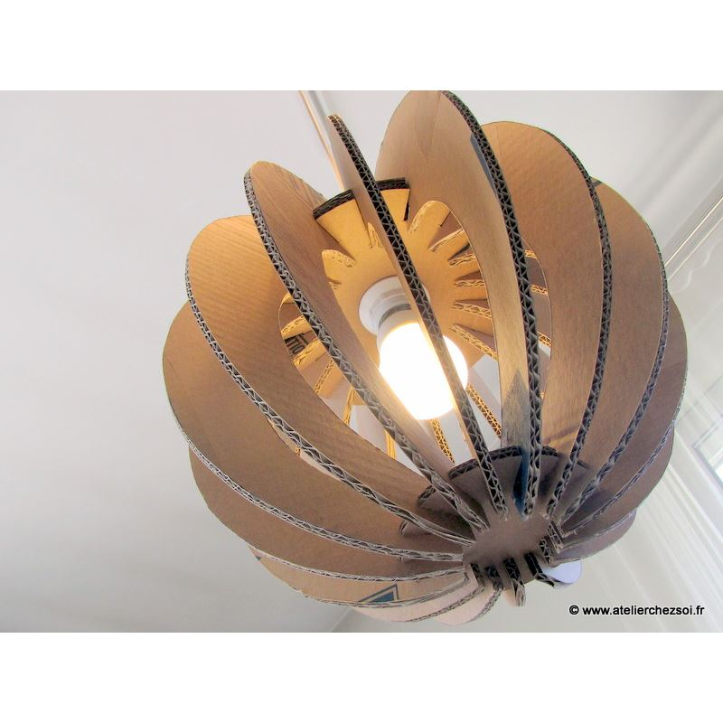 patron luminaire en carton suspension boule lumi2 en 3 tailles de l 39 atelier chez soi. Black Bedroom Furniture Sets. Home Design Ideas