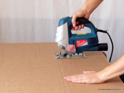 bien utiliser la scie sauteuse pour ses meubles en carton. Black Bedroom Furniture Sets. Home Design Ideas