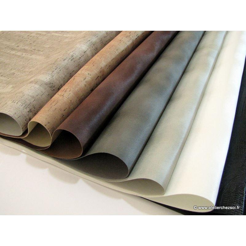 simili cuir effet poney gris clair 70x100 cm de l 39 atelier chez soi. Black Bedroom Furniture Sets. Home Design Ideas